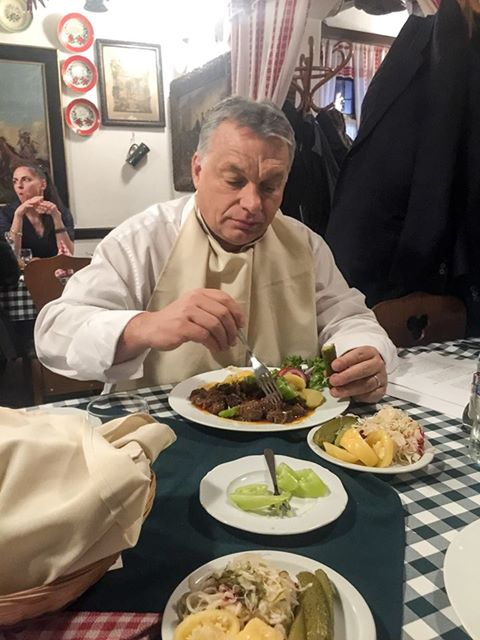És akkor Orbán betért a csárdába ebédelni.